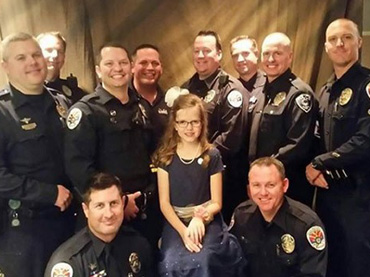 E.-Valley-officers-take-daughter-of-fallen-officer-to-father-daughter-dance
