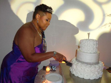 Woman-turns-40,-marries-herself